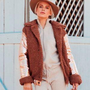 Приобрести в интернет-магазине женскую зимнюю комбинированную куртку из эко меха на кнопках дешево