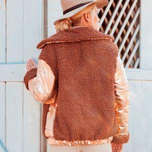 Заказать в подарок женскую комбинированную зимнюю куртку из эко меха на кнопках оптом Украина