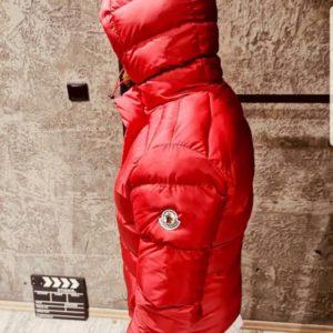 Заказать недорого мужскую куртку пуховик с крутыми лацканами Moncler красного цвета батал в подарок