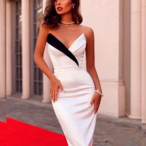 Приобрести в интернет-магазине женское платье силуэтное из костюмной ткани с красивым декольте белого цвета дешево