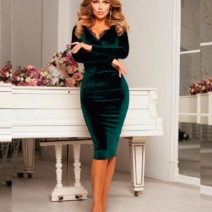 Приобрести в интернет-магазине женское платье вечернее с кружевом в зоне декольте из бархата цвета бутылки дешево