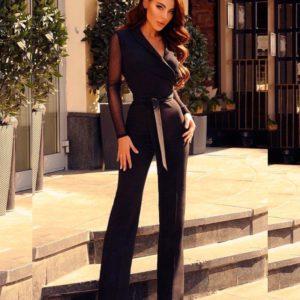 Заказать в подарок женский комбинезон облегающего фасона из костюмки в сетку с рукавами черного цвета оптом Украина