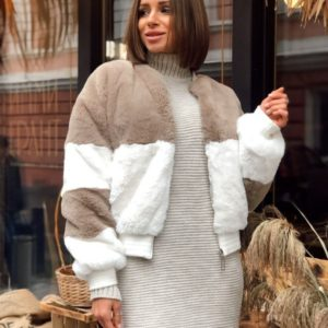 Заказать в подарок женскую короткую шубу из эко меха кролика цвета белого-капучино оптом Украина