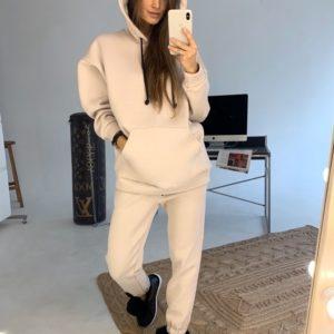 Приобрести в интернет-магазине женский костюм спортивный из трехнитки на флисе цвета светло-бежевого дешево