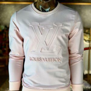Приобрести в подарок мужской свитер с тиснением объемным Louis Vuitton молочного цвета больших размеров оптом Украина