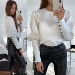 Приобрести в интернет-магазине женскую блузку на рукавах с заклепками из коттона молочного цвета дешево