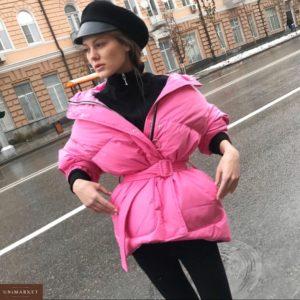 Приобрести дешево женскую куртку дутую с поясом из плащевки розового цвета батал Украина