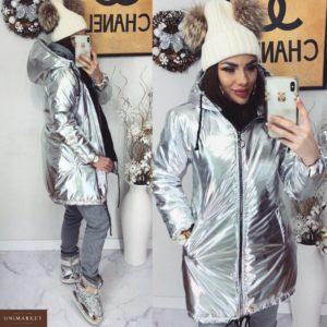 Заказать в подарок женскую зимнюю куртку из ультрамодной плащовки с капюшоном сильвер с блестящим напылением цвета серебра оптом Украина