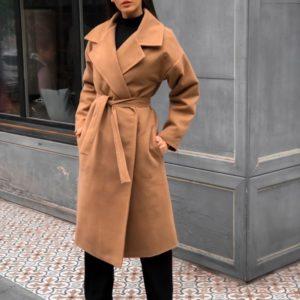 Купить оптом женское кашемировое пальто на синтепоновой стёганной подкладке с поясом коричневого цвета батал в подарок