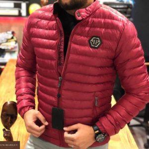 Заказать недорого мужскую куртку демисезонную стеганую Philipp Plein красного цвета батал в подарок