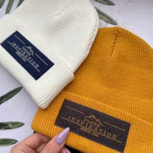Приобрести в интернет-магазине женскую бини шапку с логотипом черного цвета дешево