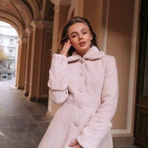 Приобрести в интернет-магазине женское пальто зимнее утепленное с пуговицами на синтепухе цвета розового дешево