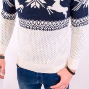 Заказать оптом мужской свитер с оленями из шерсти новогодний батал недорого