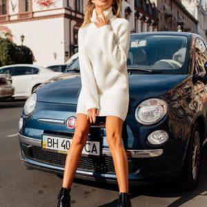 Заказать в подарок женскую шерстяную тунику-свитер белого цвета дешево
