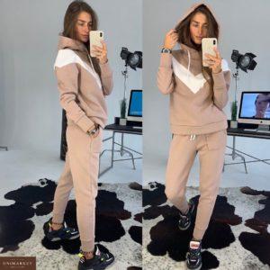 Приобрести в интернет-магазине женский костюм теплый с капюшоном бежевого цвета дешево