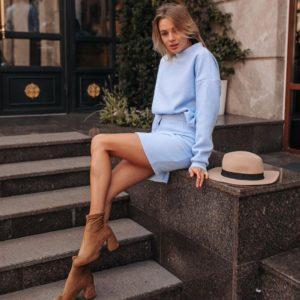 Купить дешево женский костюм «Барби» теплый: юбка + свитер голубого цвета в подарок