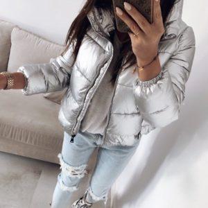 Заказать в подарок короткую женскую куртку дутик из плащевки цвета серебра недорого