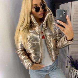 Купить недорого женскую куртку с высоким воротником на подкладке цвета золота в подарок