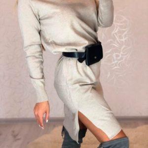 Заказать в подарок женское платье - гольф из хлопка с поясной сумкой в комплекте бежевого цвета оптом Украина