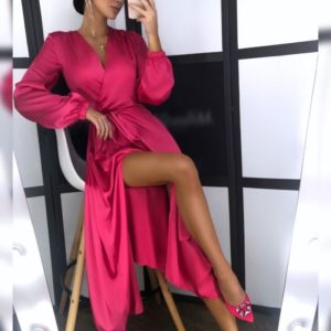 Приобрести в интернет-магазине женское платье шелковое миди на запах с поясом и разрезом цвета марсала на новогоднюю вечеринку дешево