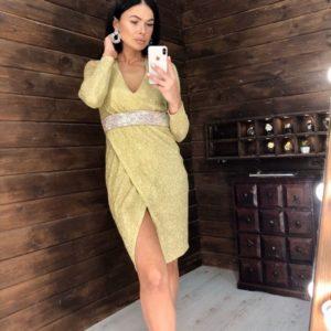 Купить недорого женское платье из мерцающего трикотажа с напылением блестящим и поясом из камней желтого цвета на новый год в подарок