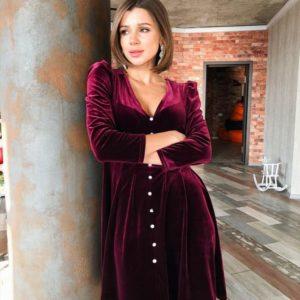 Купить недорого женское платье с декольте на новый год бархатное цвета бургунди в подарок