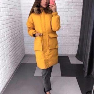 Приобрести в интернет-магазине женскую длинную куртку на заклепках и молнии с капюшоном горчичного цвета дешево
