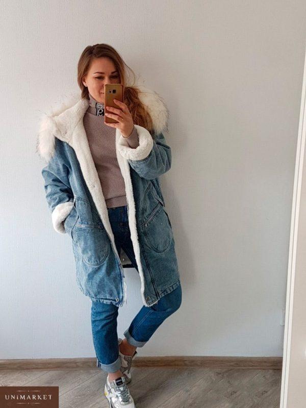 Приобрести в интернет-магазине женскую парку джинсовую с мехом искусственным цвета голубого дешево