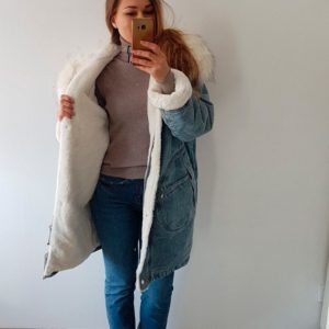 Заказать в подарок женскую джинсовую парку с искусственным мехом голубого цвета Украина