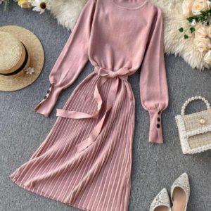 Приобрести в интернет-магазине женское платье с плиссе юбкой из трикотажа рубчик розового цвета на новогоднюю вечеринку дешево