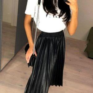 Заказать в подарок женскую юбку плиссе из эко кожи черного цвета оптом Украина