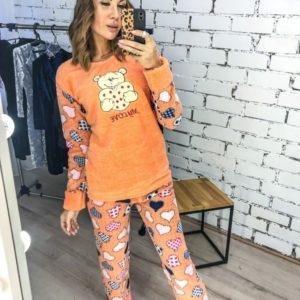 Купить оптом женскую пижаму теплую плюшевую с повязкой в комплекте персикового цвета батал в подарок