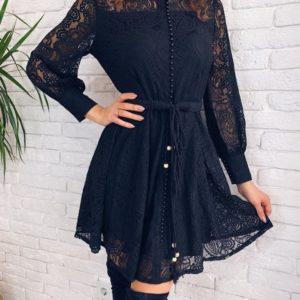 Заказать в подарок женское платье на пуговках с поясом и кружевом черного цвета на новый год дешево