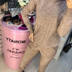 Заказать в подарок женский костюм прогулочный кашемировый вязаный цвета капучино дешево