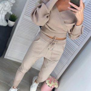 Заказать в подарок женский костюм прогулочный: кофта + брюки из трикотажа люрикс бежевого цвета дешево