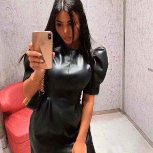 Приобрести недорого женское короткое платье из мягкой эко кожицы с рукавами фонариками черного цвета оптом Украина