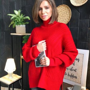 Заказать в подарок женский свитер красный оверсайз с горлом высоким дешево