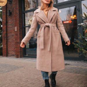 Купить недорого женское зимнее шерстяное пальто очень мягкое и тёплое темно-бежевого цвета в подарок