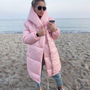 Купить в подарок женскую зимнюю куртку с утеплителем «зефирка» и капюшоном цвета нежно-розового оптом Украина