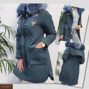 Приобрести дешево женскую парку аляску с нашивками на холлофайбере цвета темно-синего больших размеров недорого