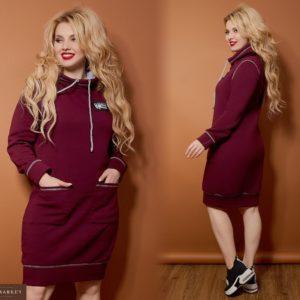 Купить оптом женское теплое платье в спортивном стиле с карманами цвета марсала батал в подарок