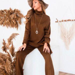 Приобрести недорого женский прогулочный костюм из вязки и удлиненной кофтой коричневого цвета оптом Украина