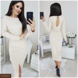 Приобрести в интернет-магазине женское длинное трикотажное платье с разрезом белого цвета дешево
