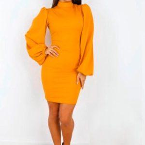 Заказать в подарок женское платье с объемными рукавами трикотажное горчичного цвета недорого