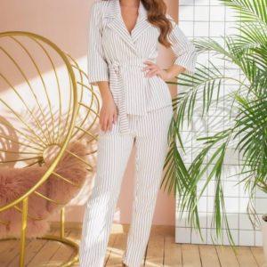 Купить дешево женский брючный костюм с поясом в полоску белого цвета в подарок