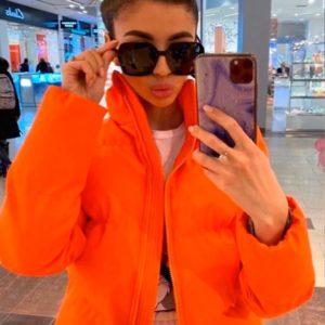 Приобрести недорого женскую яркую весеннюю куртку на змейке оранжевого цвета оптом Украина