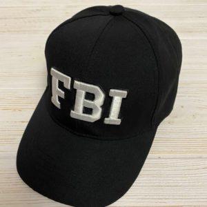 Приобрести в интернет-магазине женскую черную кепку из коттона с надписью FBI белого цвета дешево