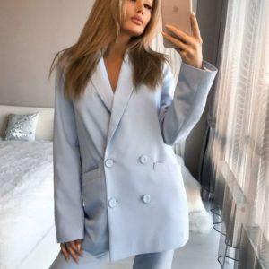 Приобрести недорого женский брючный костюм с двубортным пиджаком голубого цвета оптом Украина