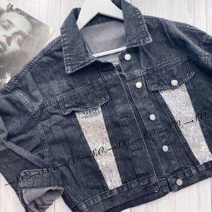 Приобрести недорого женскую джинсовую куртку укороченную с пайетками серого цвета оптом Украина