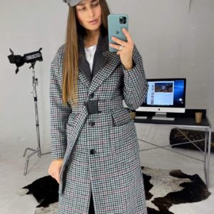 Заказать в подарок женские пальто из твида на подкладке с поясом серого цвета дешево